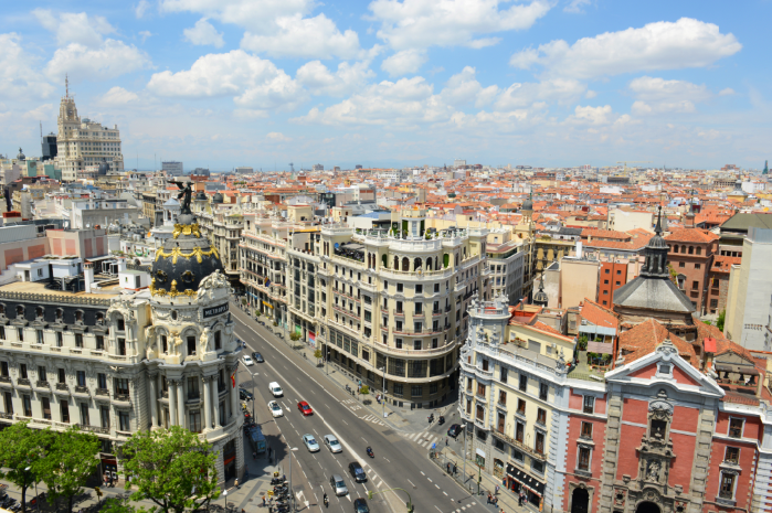 Cinco lugares que ver en madrid para conocer la ciudad for Gran via puerta del sol madrid